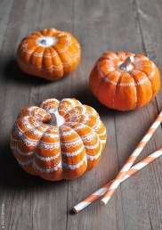 Admiring White And Orange Pumpkin Centerpieces Ideas For Halloween 08