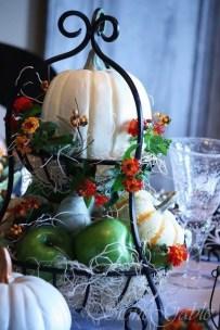Admiring White And Orange Pumpkin Centerpieces Ideas For Halloween 17