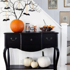 Admiring White And Orange Pumpkin Centerpieces Ideas For Halloween 23