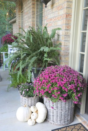 Adorable Fall Diy Decorating Ideas For Patio To Try 07