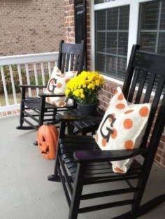 Adorable Fall Diy Decorating Ideas For Patio To Try 11