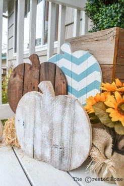 Adorable Fall Diy Decorating Ideas For Patio To Try 17
