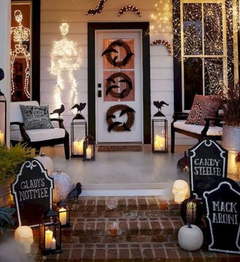 Adorable Fall Diy Decorating Ideas For Patio To Try 18