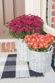 Adorable Fall Diy Decorating Ideas For Patio To Try 22
