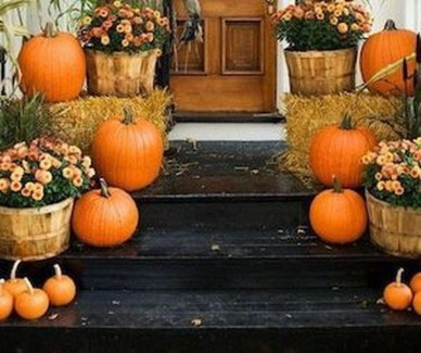 Adorable Fall Diy Decorating Ideas For Patio To Try 34