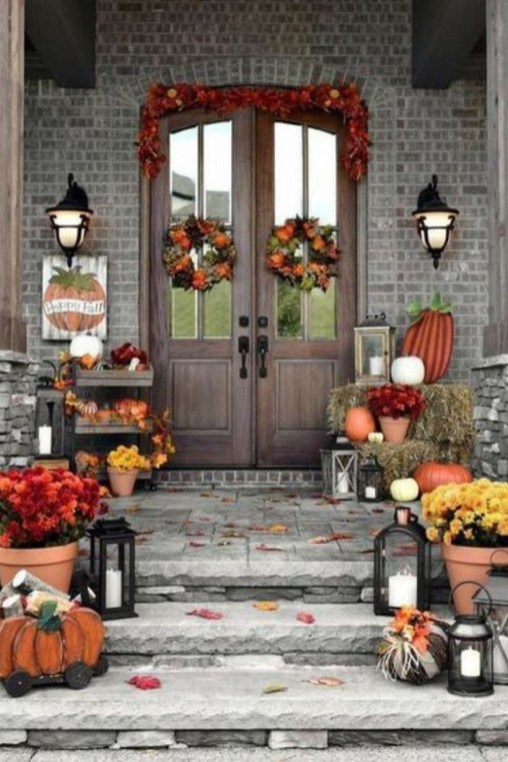 Adorable Fall Diy Decorating Ideas For Patio To Try 38