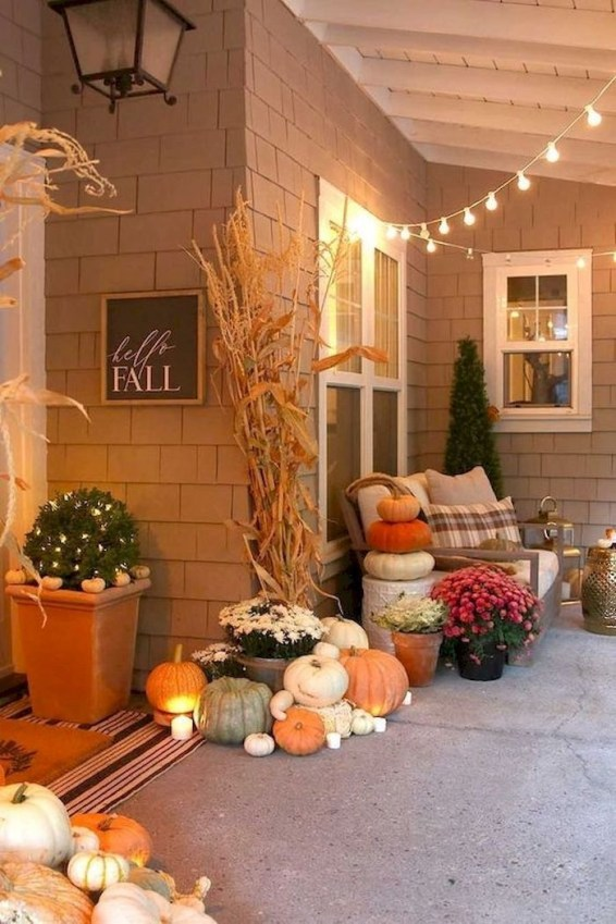 Adorable Fall Diy Decorating Ideas For Patio To Try 39