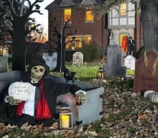 Casual Diy Outdoor Halloween Decor Ideas For Your Frontyard 03