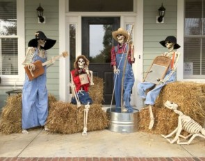 Casual Diy Outdoor Halloween Decor Ideas For Your Frontyard 22