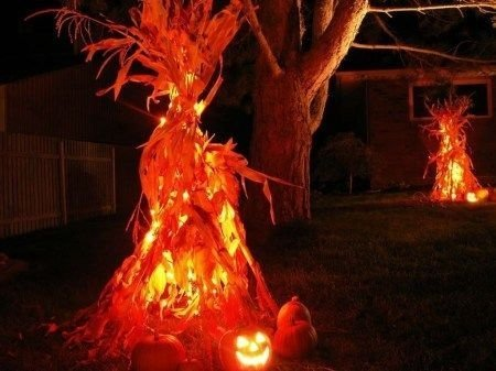 Casual Diy Outdoor Halloween Decor Ideas For Your Frontyard 30