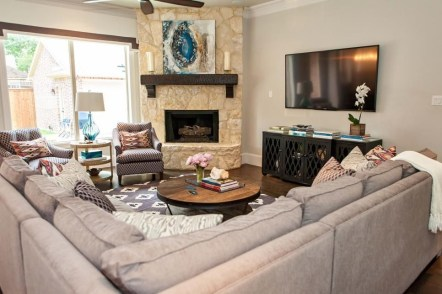 Delicate Living Room Design Ideas With Fireplace To Keep You Warm This Winter 14