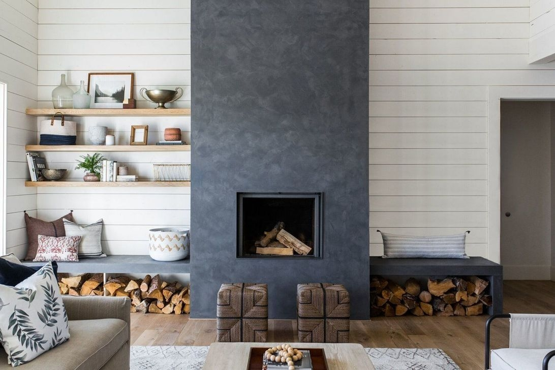 Delicate Living Room Design Ideas With Fireplace To Keep You Warm This Winter 27