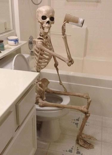 Delightful Halloween Decorating Ideas For Your Bathroom 27