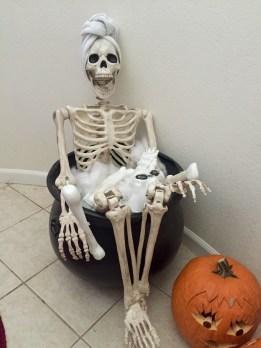 Delightful Halloween Decorating Ideas For Your Bathroom 34