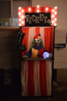 Delightful Halloween Decorating Ideas For Your Bathroom 35