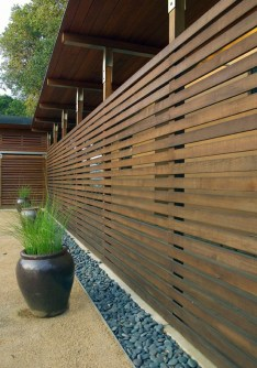 Extraordinary Front Yard Fence Design Ideas With Wood Material For Small House 36