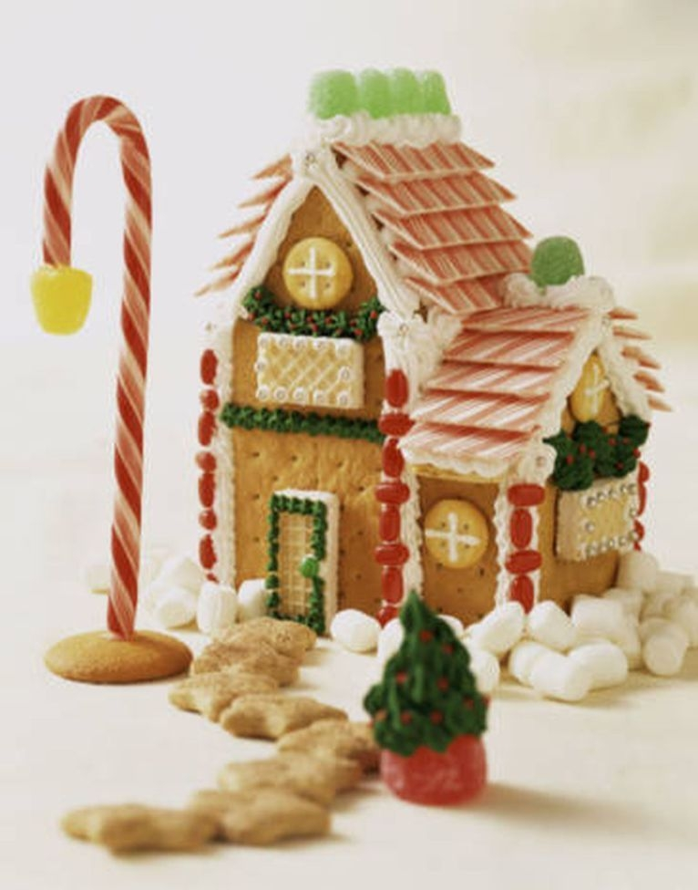 Fantastic Diy Gingerbread House Ideas For Your Décor To Try Asap 05