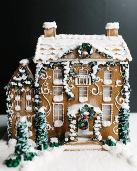 Fantastic Diy Gingerbread House Ideas For Your Décor To Try Asap 24