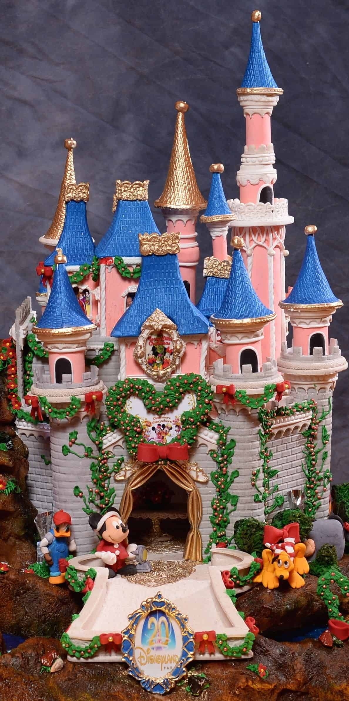 Fantastic Diy Gingerbread House Ideas For Your Décor To Try Asap 44