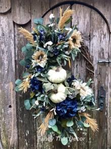 Splendid Wreath Designs Ideas For Front Door To Welcome Halloween 01