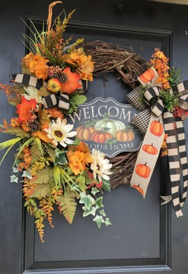 Splendid Wreath Designs Ideas For Front Door To Welcome Halloween 09