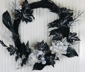 Splendid Wreath Designs Ideas For Front Door To Welcome Halloween 17