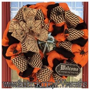 Splendid Wreath Designs Ideas For Front Door To Welcome Halloween 38