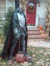 Superb Front Yard Halloween Decoration Ideas To Try Asap 04
