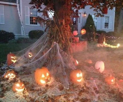 Superb Front Yard Halloween Decoration Ideas To Try Asap 09