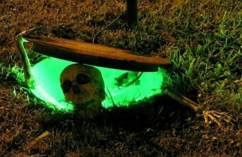 Superb Front Yard Halloween Decoration Ideas To Try Asap 26