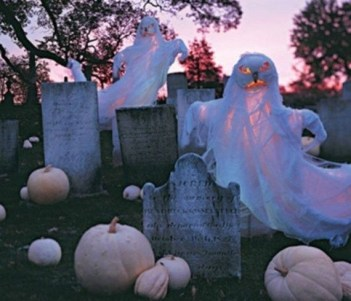 Superb Front Yard Halloween Decoration Ideas To Try Asap 36