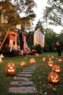 Superb Front Yard Halloween Decoration Ideas To Try Asap 46