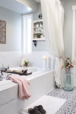 Unusual Remodel Design Ideas To Be Modern Farmhouse Bathroom 26