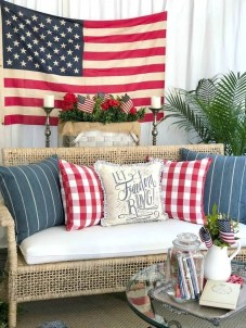 Awesome Summer Decor Ideas With Rustic Farmhouse Style To Try Asap 47