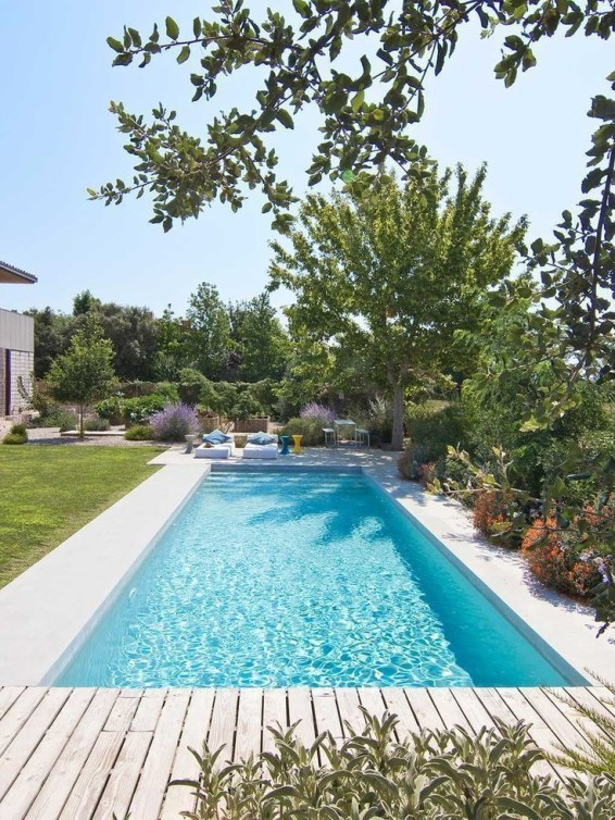 Cozy Backyard Swimming Pools Design Ideas To Copy Right Now 37