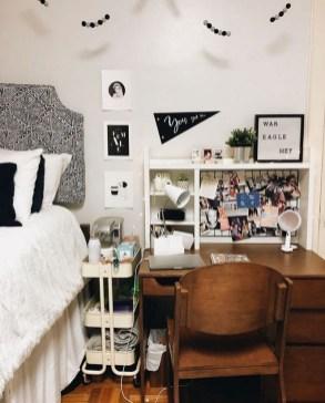 Elegant College Dorm Room Design Ideas That Suitable For You 35