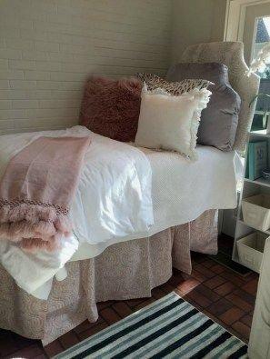 Elegant College Dorm Room Design Ideas That Suitable For You 48