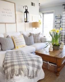 Splendid Living Room Décor Ideas For Spring To Try Soon 23