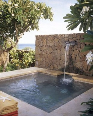 Surprising Tropical Pool Landscaping Design Ideas To Try Soon 42