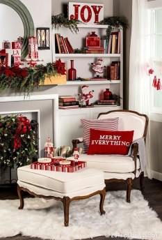 Affordable Colorful Living Christmas Décor Ideas That Suitable For You 01