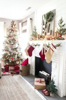 Affordable Colorful Living Christmas Décor Ideas That Suitable For You 03