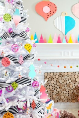 Affordable Colorful Living Christmas Décor Ideas That Suitable For You 09