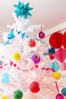Affordable Colorful Living Christmas Décor Ideas That Suitable For You 21