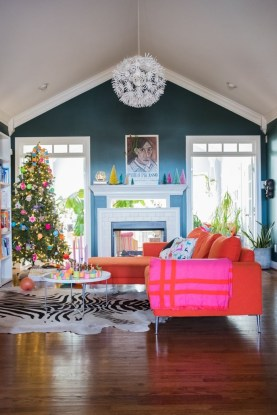 Affordable Colorful Living Christmas Décor Ideas That Suitable For You 26