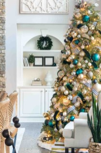 Affordable Colorful Living Christmas Décor Ideas That Suitable For You 29