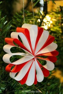 Affordable Colorful Living Christmas Décor Ideas That Suitable For You 31