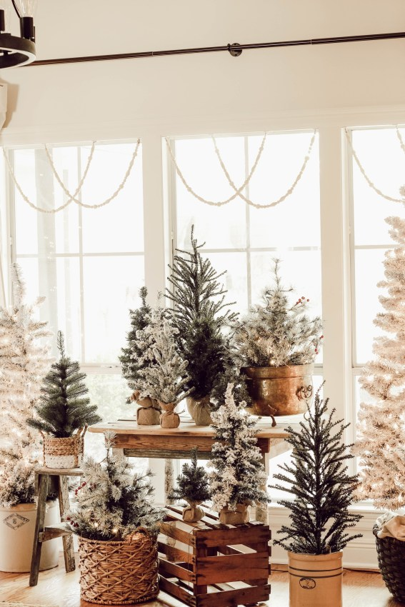 Affordable Colorful Living Christmas Décor Ideas That Suitable For You 40
