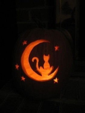 Cozy Pumpkin Carving Design Ideas You Can Do Yourself 06