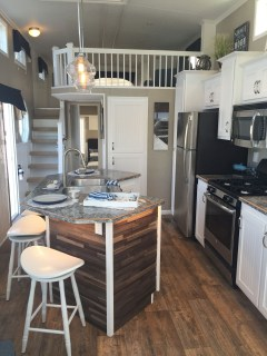 Cute Tiny House Design Ideas On Wheels That You Must Have Now 21