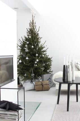 Wonderful Black Christmas Decorations Ideas That Amaze You 17